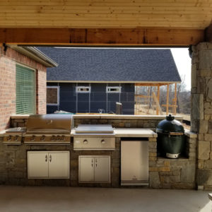 Outdoor Kitchen & Pavilion